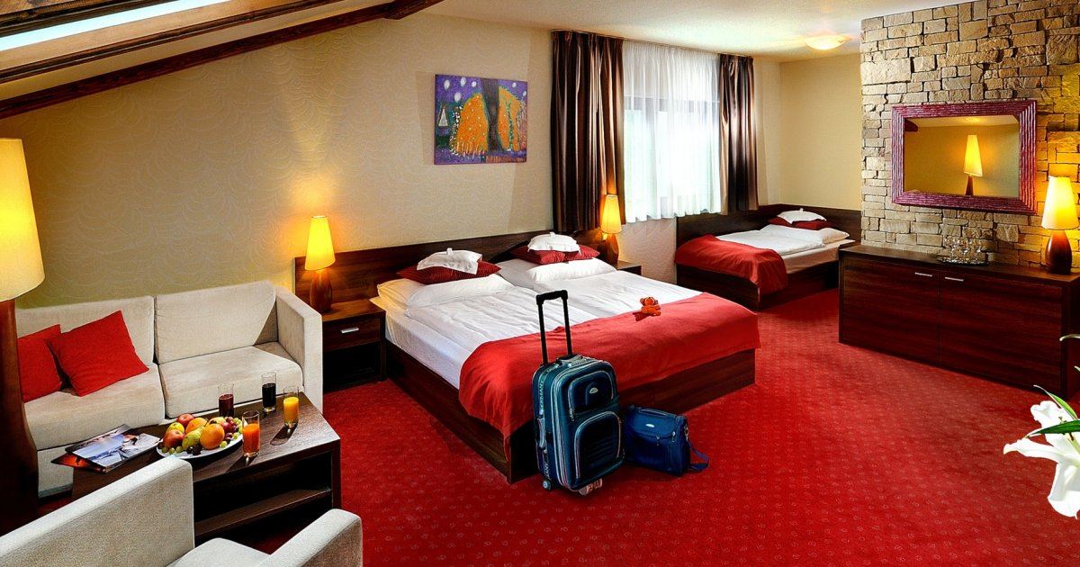 Family room plesnivec for 5 6 persons in wellness hotel for Hotels with family rooms for 5